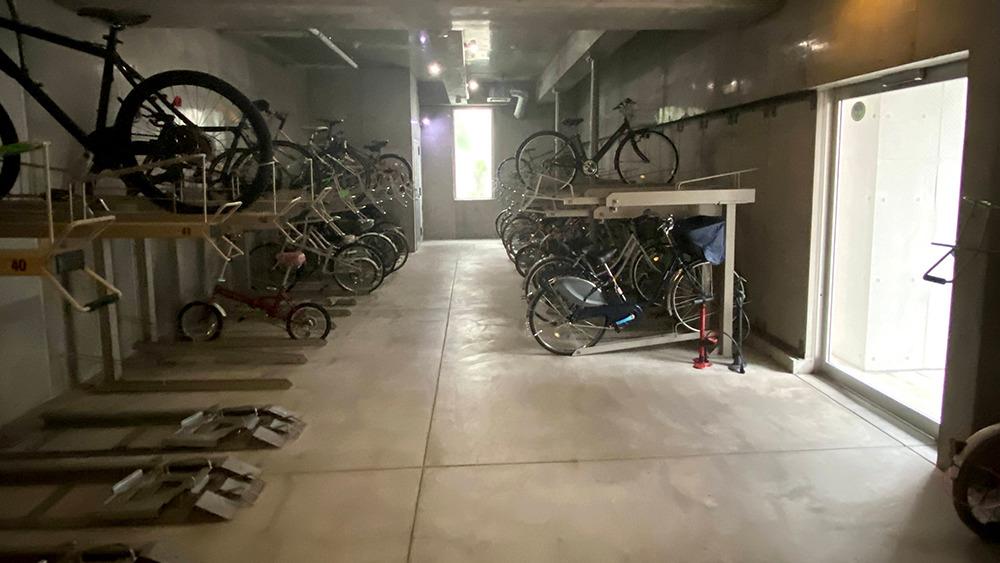カスタリア中延の室内駐輪場
