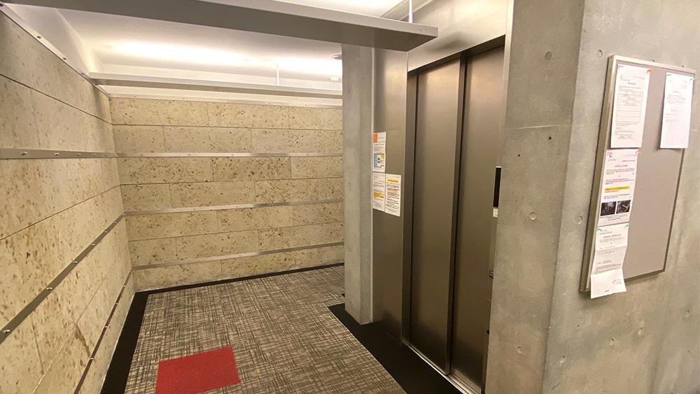カスタリア中延のエレベーターホール