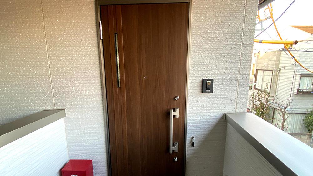 toleranceの玄関ドア