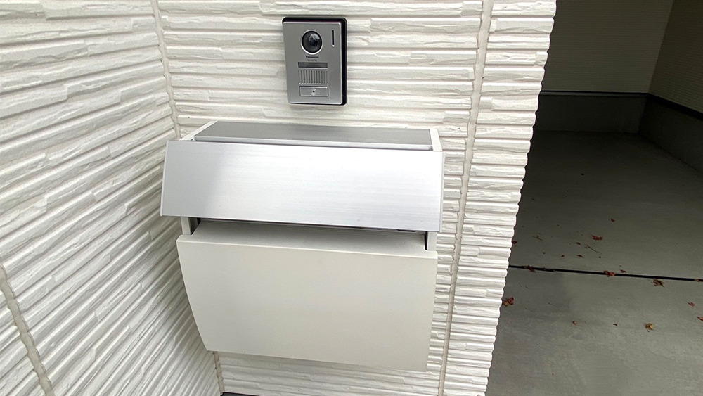 原町2丁目新築戸建のメールボックスとモニターフォン