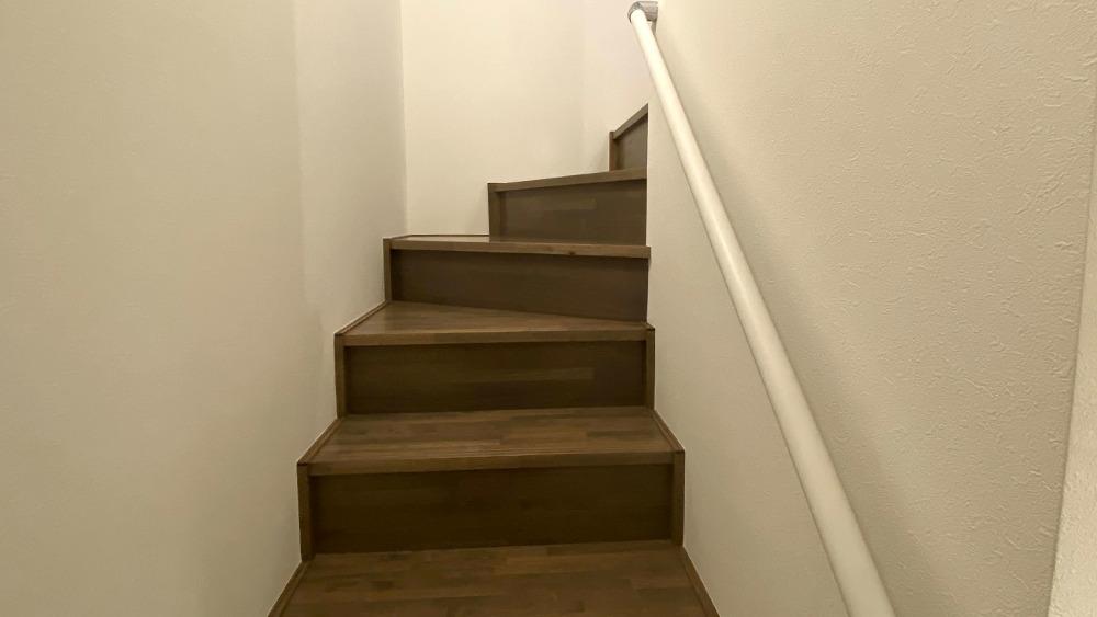 原町2丁目新築戸建の2階への階段
