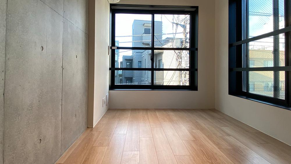 プロト大岡山の角部屋2面採光の洋室