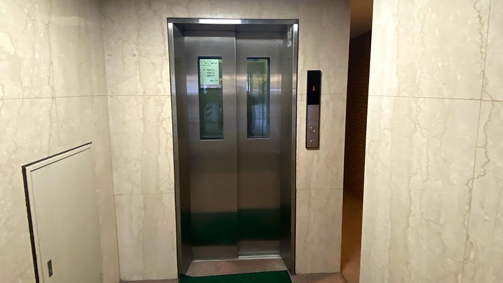 ストーク中延の油圧式エレベーター